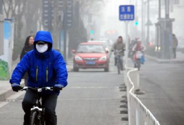 Chinese officials have warned the residents of Chinese capital of Beijing to stay indoors due to heavy air pollution