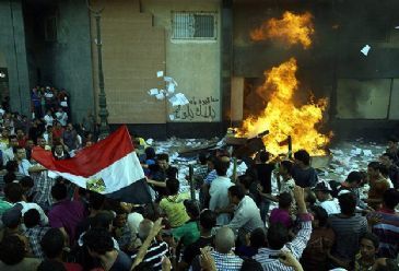 At least 16 people have been killed in deadly clashes between opponents and supporters of Egypt's President Morsi since Sunday