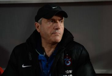 Trabzonspor's Turkish coach Mustafa Resit Akcay resigns.