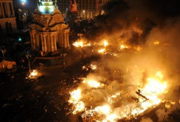 The interior ministry says at least 14 dead, including 6 security personnel as violent clashes rock Ukraine`s capital.