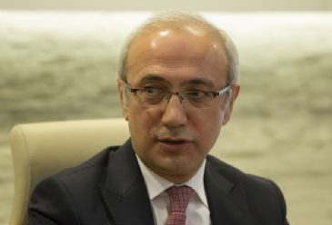 Turkey's Communication Minister Lutfi Elvan responded to criticism from the international community over new internet law in Turkey.