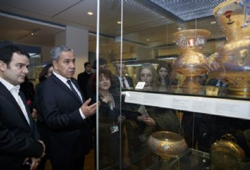 Turkish Deputy PM Arinc takes a tour of the Islamic artifacts and Egypt section of the British Museum.
