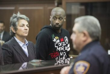 New York Knicks' US guard Raymond Felton is set to face trial again on June 2 for criminal possession of weapons.