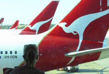 Qantas has announced plans to cut 5,000 jobs, after reporting losses of A$252 million over the last six months of 2013.