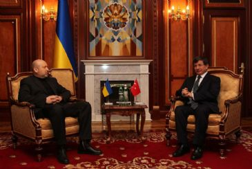 Turkey`s Foreign Minister Ahmet Davutoglu, who is in Ukraine to hold official visits, met with Ukraine`s acting President Oleksandr Turchynov in Kiev on Saturday.