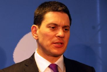 Britain's former Foreign Secretary David Miliband says Turkey deserves applause in receiving Syrian refugees fleeing the violence in their country.