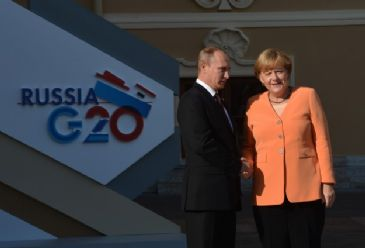 The German chancellor and Russian president discussed recent developments in Crimea in a telephone call during which the chancellor criticized the referendum plans.