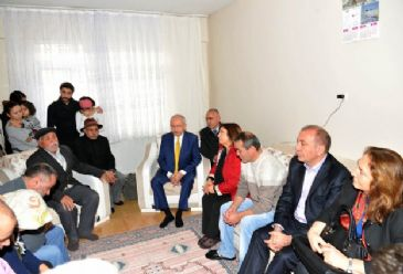 Turkey's main opposition leader Kemal Kilicdaroglu paid a visit to the family of the teenager who was buried on Wednesday