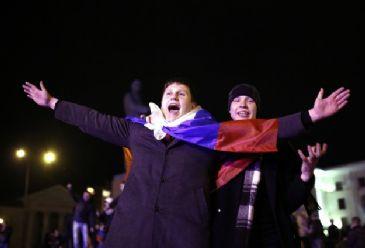 The regional parliament of Autonomous Republic of Crimea declares region 'Crimean Republic'