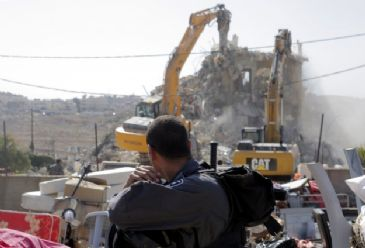 Israeli bulldozers backed by army troops on Wednesday demolished two makeshift homes in the Beit Hanina neighborhood of Al-Quds (occupied East Jerusalem) under the pretext that they were built illegally.