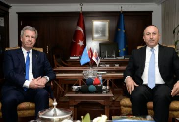 Former German President Christian Wulff meets with Turkey's EU Minister.