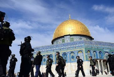 Hundreds of Palestinian youths were forced to perform the weekly prayers on the streets of Al-Quds on Friday after they were denied access into Al-Aqsa Mosque by Israeli forces