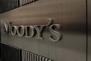 Foreign currency income along with healthy liquidity and debt maturity will help offset effect of a weaker lira for Turkish firms, Moody's says.