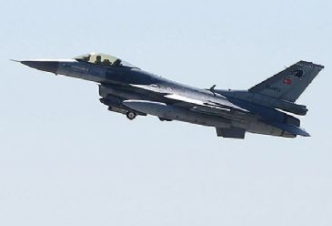 Syrian rockets locked on to Turkish jets as they flew along border, says Turkish military.