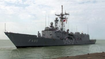 Four Turkish warships have left the Nouakchott port in Mauritanian heading out for Dakar, Senegal, as part of an African tour.