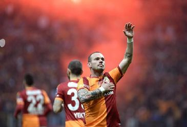 Second-seated Galatasaray win against league-leading archrivals in matchday 28, narrowing the point gap to seven