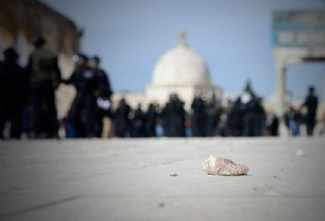 A total of about 1250 Jewish settlers forced their way into the Al-Aqsa Mosque compound in Al-Quds over the course of last month, according to a report by a Palestinian NGO.
