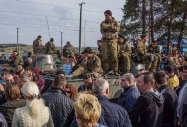 Paratrooper detachment refuses to combat civilians and instead agrees to withdraw after mass defection of similar unit to pro-Russian side
