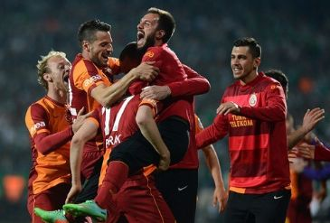 Istanbulite giants Galatasaray crush Bursaspor 5-2 after making a comeback in the second half to reach their first Turkish Cup final in 9 years