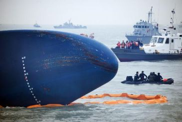 The captain of a South Korean ferry that capsized three days ago was reportedly arrested early Saturday, as divers overcame strong currents and near zero visibility to enter the submerged vessel for the first time.