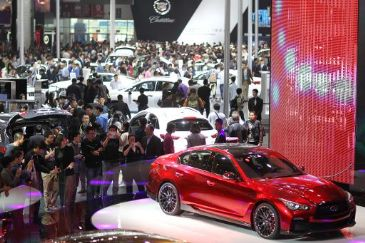 China's car market is just gearing up as the world's largest, yet automakers are already eyeing the next big thing -- the market for reselling them.