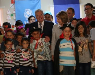 West should ponder about what it can do to help Syrians, Gauck says