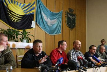 Separatists say monitors could be freed in exchange for fighters held by Ukrainian forces