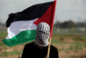 Two Palestinian workers were injured on Monday morning by Israeli gunfire in the north of the Gaza Strip, the Gaza Health Ministry announced.