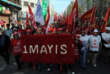 Members of Turkey's major unions gather in Taksim to pay their respects to victims of 1977 massacre