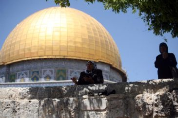 A senior official at Israel's Religious Affairs Ministry has revealed that his ministry was working on new regulations aimed at allowing Jews to pray in the Al-Aqsa Mosque compound