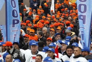 Amid ongoing rows over a labor rally in Istanbul more traditional concerns about unemployment, low wages and workplace safety are still on the agenda
