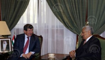 Jordan's Prime Minister Abdullah Ensour on Sunday received visiting Turkish Foreign Minister Ahmet Davutoglu