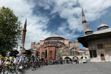 Orica GreenEDGE's Adam Yates wins the 50th Presidential Cycling Tour of Turkey while Omega Pharma-Quick Step's Mark Cavendish is victorious in the final stage.