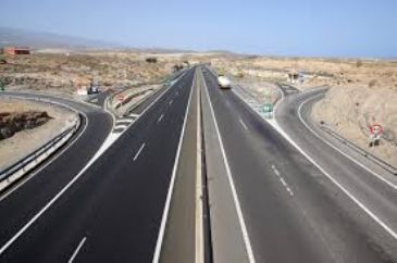 Chinese Premier Li Keqiang and Ethiopian counterpart Hailemariam Dessalegn on Monday inaugurated a new, 80-kilometer expressway.