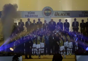 Fenerbahce receives its 19th Spor Toto Super League trophy in Istanbul