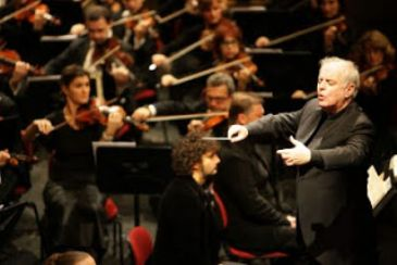 Daniel Barenboim will conduct Staatskapelle Berlin, one of the oldest orchestras in the world, in Istanbul's Zorlu Performing Arts Center