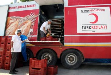 Everyday 5,000 loaves of bread prepared in a mobile bakery are being sent from Turkey to Jabal al-Akrad in Latakia, and Turkmen mountain areas