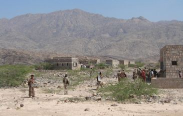 Four Yemenis, including a soldier, were injured Saturday in tribal clashes in the northern Dhamar province, a security source said.
