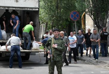 The Organization for Security and Co-operation in Europe announcedthat they have lost contact on Mondaywith four of their observerswho were servingin Donetsk, eastof Ukraine