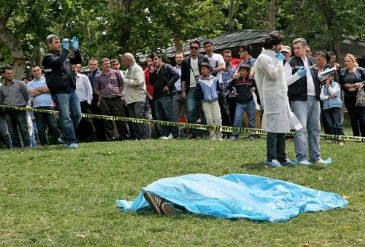 Police investigates how the 27 years old Turkish man died.