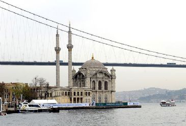 Istanbul left the world's other major cities behind as TripAdvisor declared it the most popular