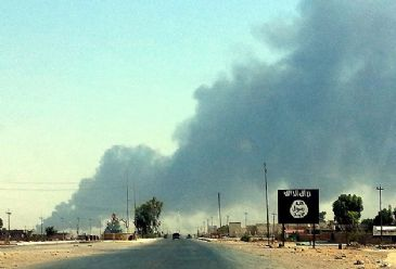 Clashes between Islamist militants and Kurdish forces continue over town of Makhmur.