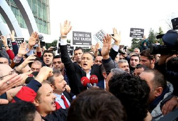 While senior government ministers have backed the ongoing police crackdown in 13 cities across Turkey, the opposition parties have slammed the move.
