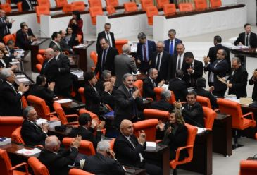A secret parliamentary vote in Turkey has decided not to send ex-ministers Bayraktar, Bagis, Guler and Caglayan on trial to face alleged graft charges