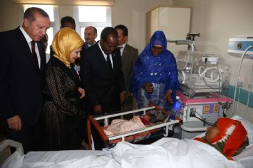 Recep Tayyip Erdogan attends official opening of training and research hospital in Mogadishu