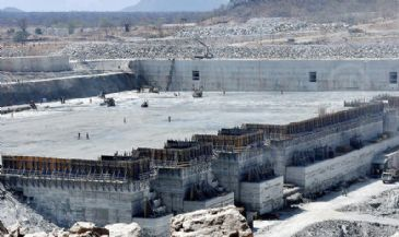 Egypt's President and Ethiopian Prime Minister have agreed to formulate principles that tackle Egypt's concerns on a multi-billion dollar dam being built by Addis Ababa on the Nile