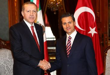 The Turkish president has been welcomed by his Mexican counterpart at an official ceremony at the Presidential Palace